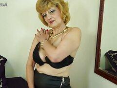 Chica con grandes tetas usa su videos de sexo latino varita mágica.