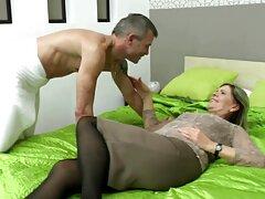 Chica porno amatur latino Latina en falda mostrando las tetas, afeitado de la cola de caballo