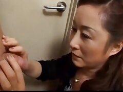 Joven nuevo profesional de la oficina dado por videos pornos en español latino la boca