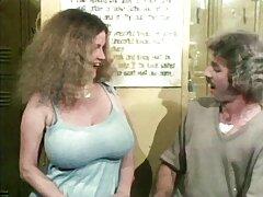 Pornógrafos rubia Cherie y videos porno en español latino Brett utilizan la máquina.